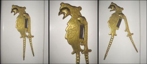 2865-Spargator vechi in bronz cu grifon stilizat perioada 1900.