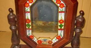 Toaleta de dama din lemn cu sticla pictata in stare buna.