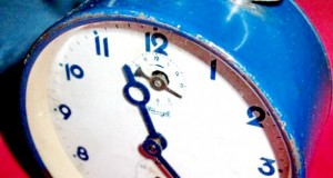 Kienzle-ceas masa vechi metalic functional stare buna. Perioada interbelica, cca 1930. Inaltime tota