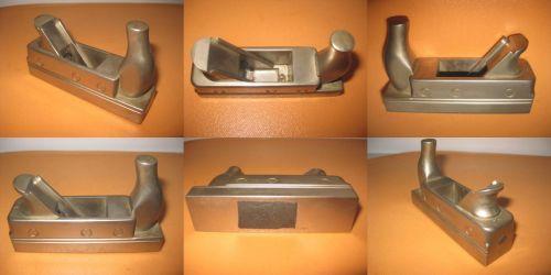 Rindea vintage decorativa metal staniu stare buna. Groasa, robusta, material argintiu tip inoxidabil