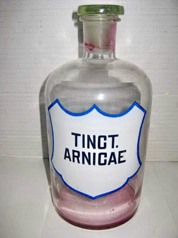 7681- Tinct. Arnicae Sticla mare Farmacie veche 1l inainte de razboi.