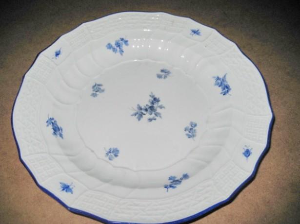 Farfurie Meissen cu flori albastrele stare buna-25 cm.