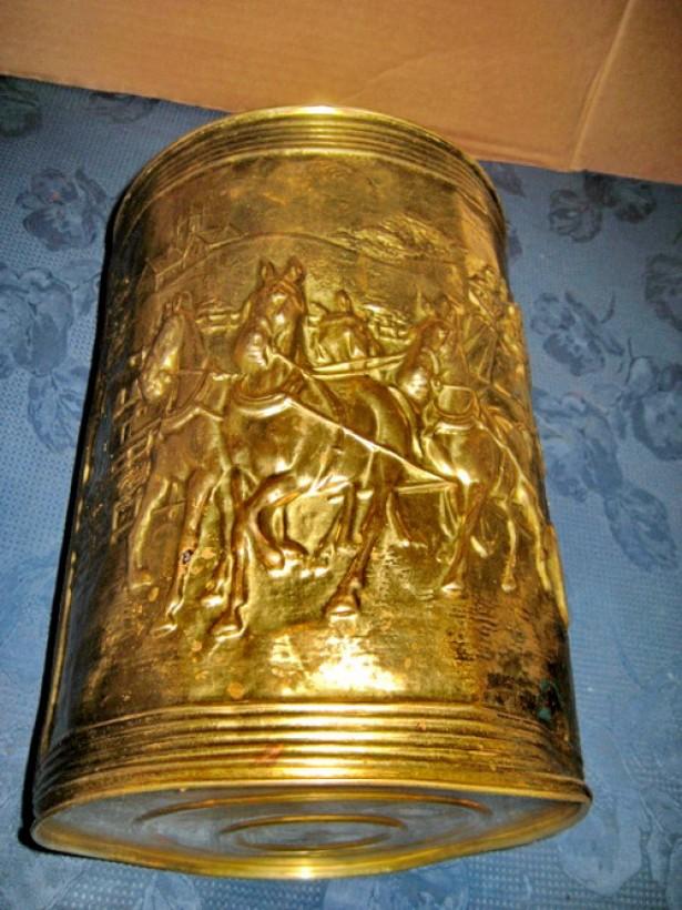 9715- Stativ pentru Umbrele Trasura cu Cai in galop alama aurita.
