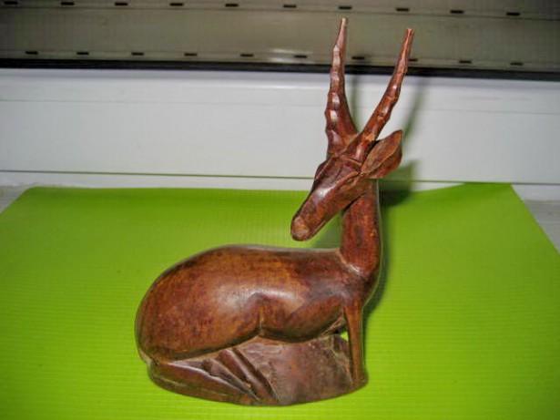 A68-Statuieta Antilopa Africa Kenya lemn masiv nobil gen mahon.