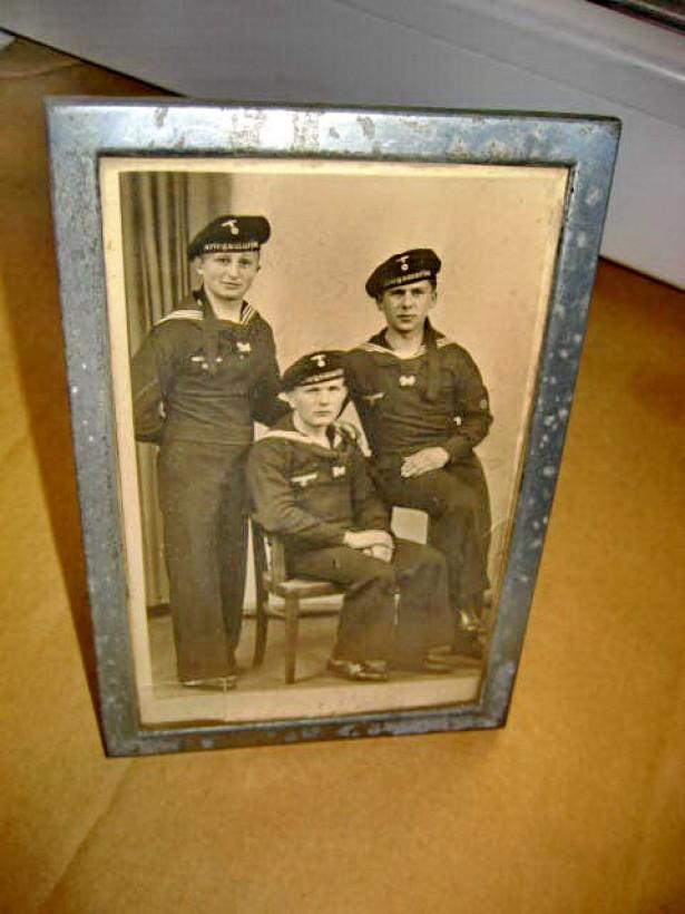 A218-ww2-Aplica Foto cu 3 Militari Marina al 3lea Reich.