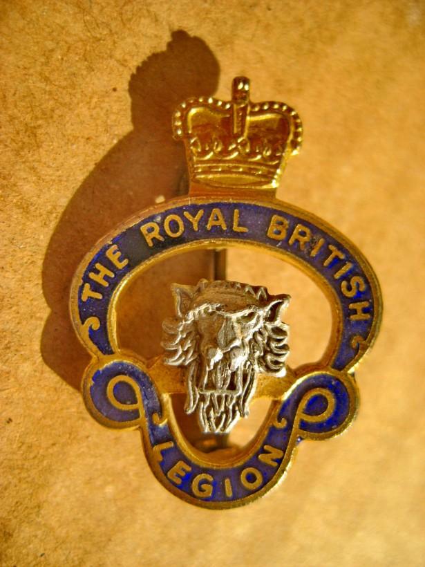 A934-Insigna veche Legiunea Regala Britanica in argint emailat-aurit.