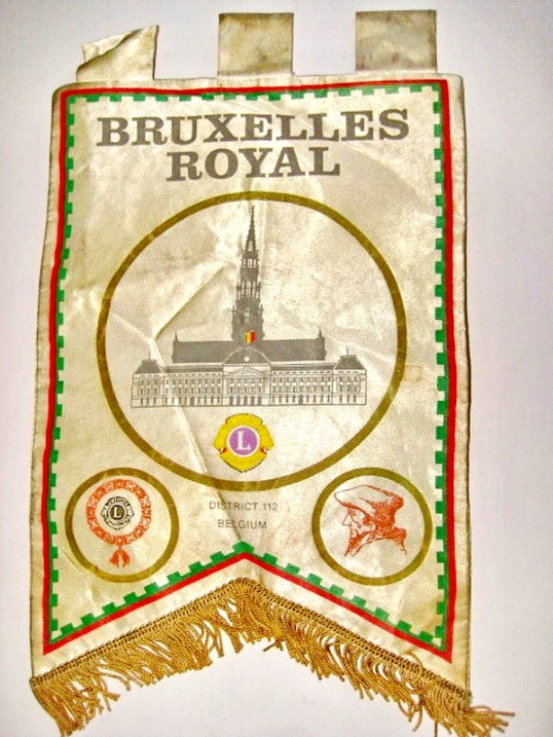 4653-Fanion vechi sportiv Lions Intern District 112-Bruxelles Royal.