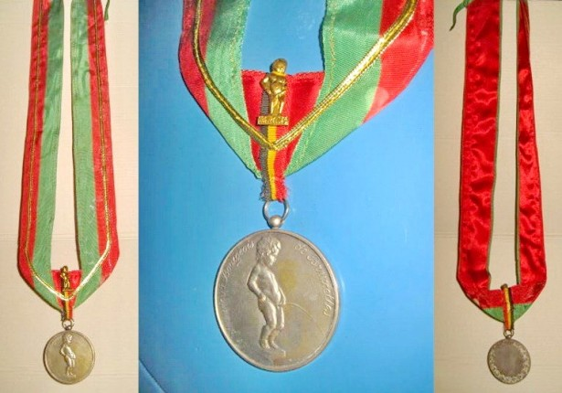 4997-Medalie-Cel mai vechi burghez Bruxelles Belgia bronz argintat.