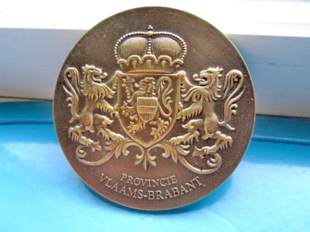 5155-Medalia regalista cu heraldica cu lei si coroana bronz A. V.