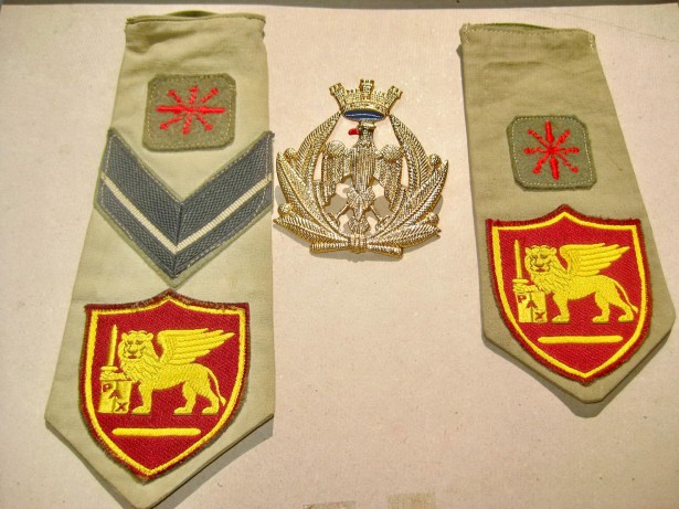 B753-I-Insigna cu insemne transmisionisti Italia 1959 semnat ...