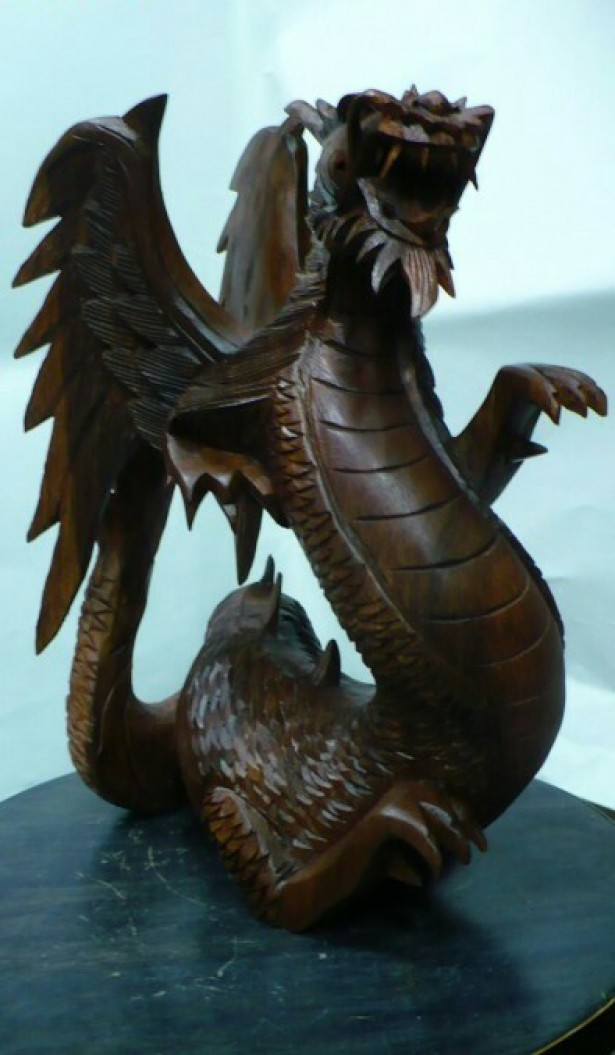 Superb dragon sculptat  integral manual din lemn de suar