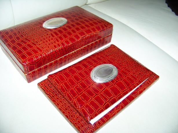 caseta lemn si  coperti bloc notes in piele