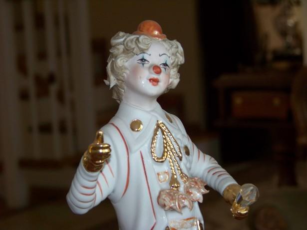 statueta 29 cm Clown portelan,aur, semnat V.Sabadin