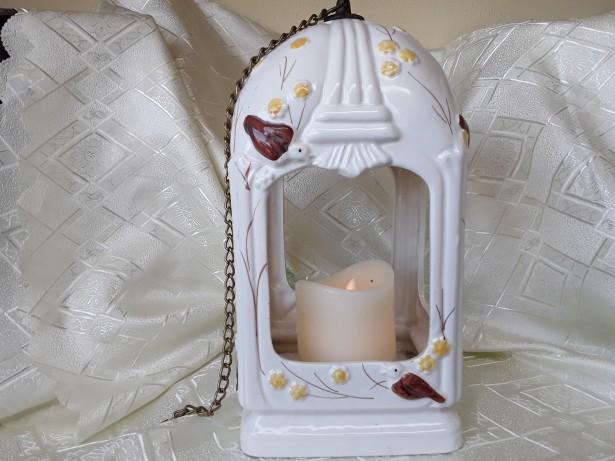 Frumoasa căsuță din ceramica pentru păsărele