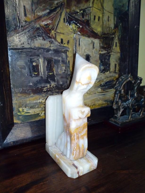 Statuie Sidef in forma de calugar