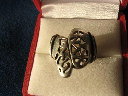 Inel vechi din argint, lucrat manual (model traforat), masiv, marcat, avand dimensiunea in interior