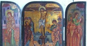 Icoana veche, triptic ( Bucovina). Pe capace este sculptat Sf. Graal. Are deasemeni intarsii cu 70 d