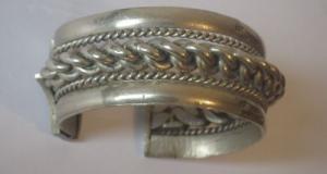 Bratara orientala, veche, din argint, marcata, lucrata manual, secolul XIX, greutate 82 gram, 4 marc