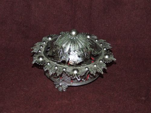 Bomboniera decor, lucrata in filigran, placata cu argint