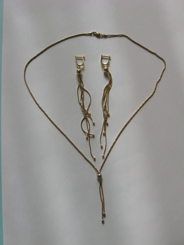 Set modern, compus din cercei si colier, din aur de 14 k