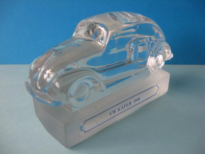 Miniatura din cristal, reprezentand o masinuta VW