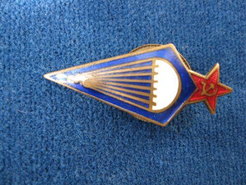 Distinctie URSS - Parasutism, perioada anilor 1940-1945, dimensiuni 4.5 cm - 2 cm.