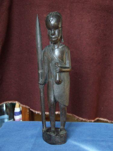 Statueta africana, confectionata din lemn de esenta tare (abanos).