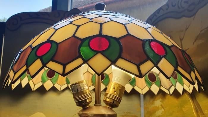 Lampa inalta stil Tiffany