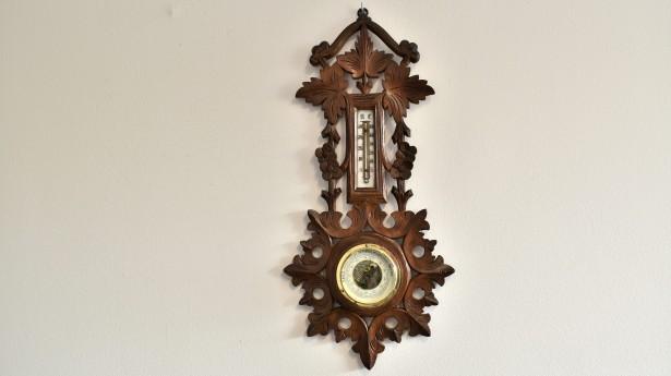 Barometru aneroid pe lemn sculptat 018752