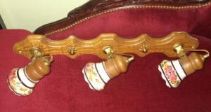 Un elegant lampadar cu 3 brate cu portelan pictat manual si elemente din alama cu bronz,stare impeca