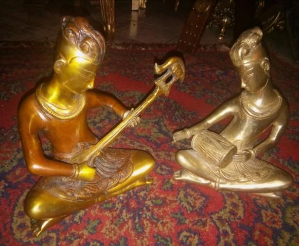 Superb set de 2 sculpturi din bronz masiv muzicanți