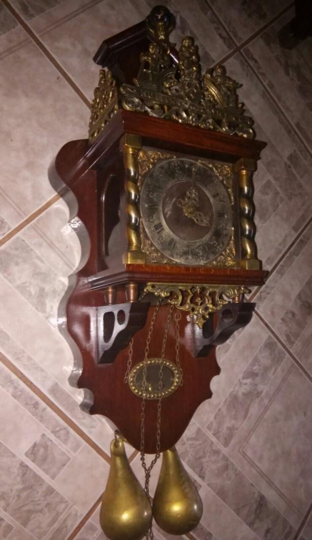 Superb ceas de perete cu 2 greutăți și elemente bronz