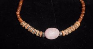 Colier maro cu cuarz roz