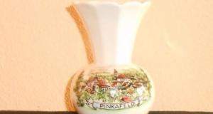 Vaza veche de portelan miniatura