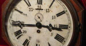 Ceas de gara cutie lemn octogonala mecanism Franta cu secundar