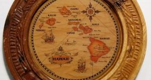 Harta cu insulele Hawaii rotunda aplicata pe lemn 14 cm diametru