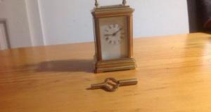 Ceas de calatorie bronz tragere la 8 zile