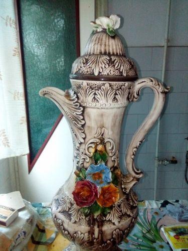 Karafa porcelan cu capac deosebită