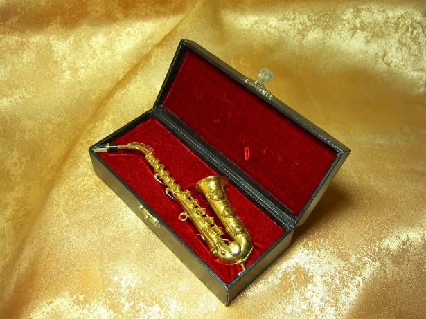 Miniatura! Sculptura saxofon bronz placat aur 24k, colectie, cadou