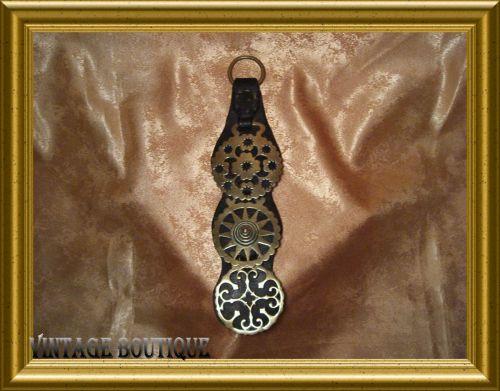 Piesa decorativa antique din bronz si piele