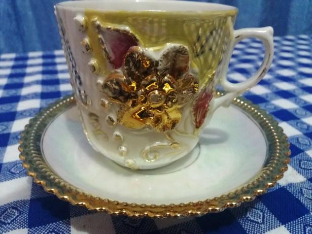 Ceasca+farfurie vintage placata cu aur ,,Ich gratulire,,