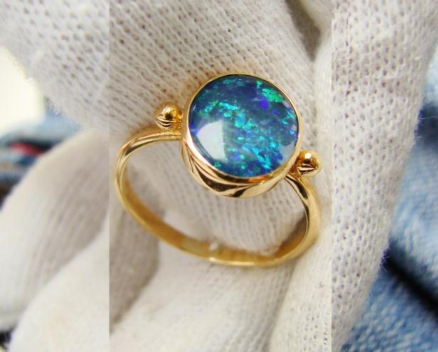 unicat inel aur 22k  cu opal albastru negru