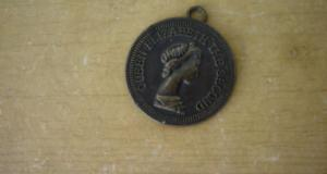 Medalion vechi Queen Elisabeth the second