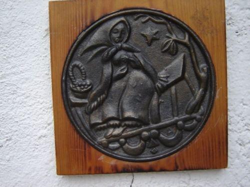Veche aplica turnata din bronz