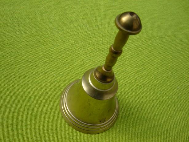 Frumos clopotel din bronz cu maner