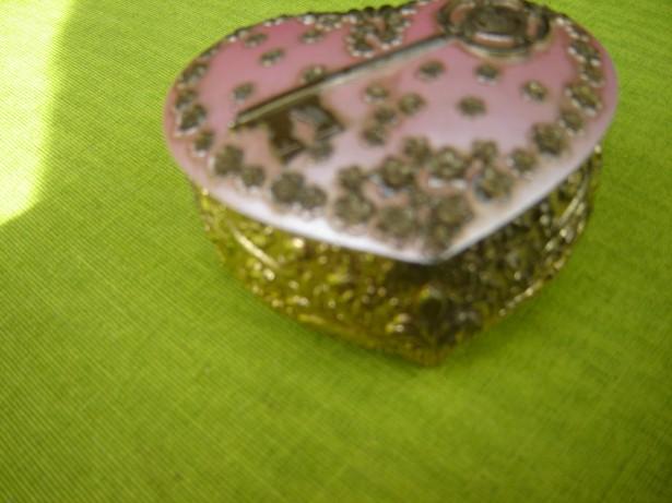 Frumoasa caseta de bijuterii in forma de inimioara