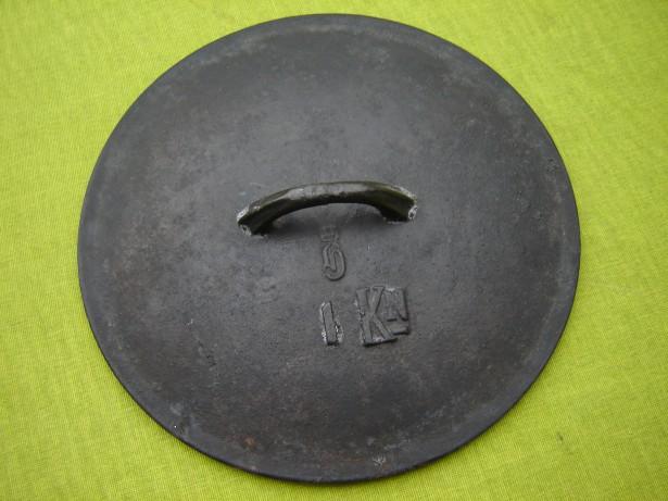 Capac suedez din fonta pentru oala