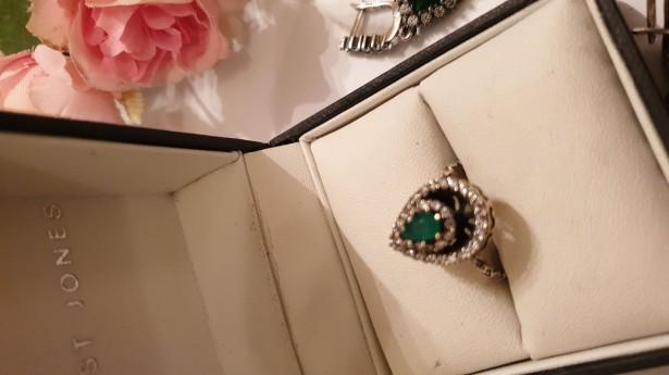 Splendid inel Argint 925 decorat cu smarald și topaz