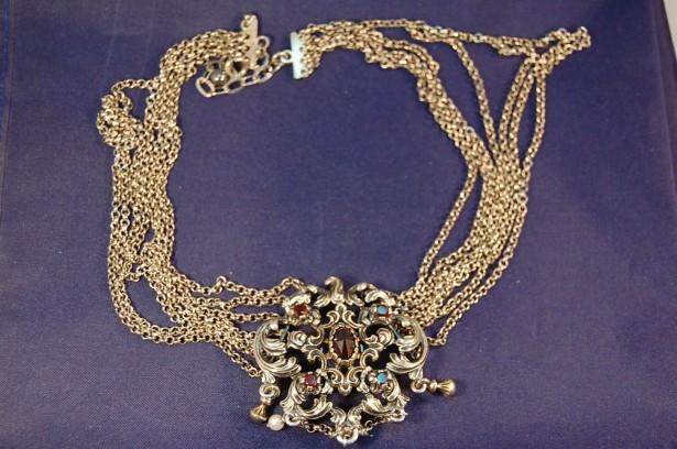 colier extravagabt argint 835 cu perle si pietre rosii antic