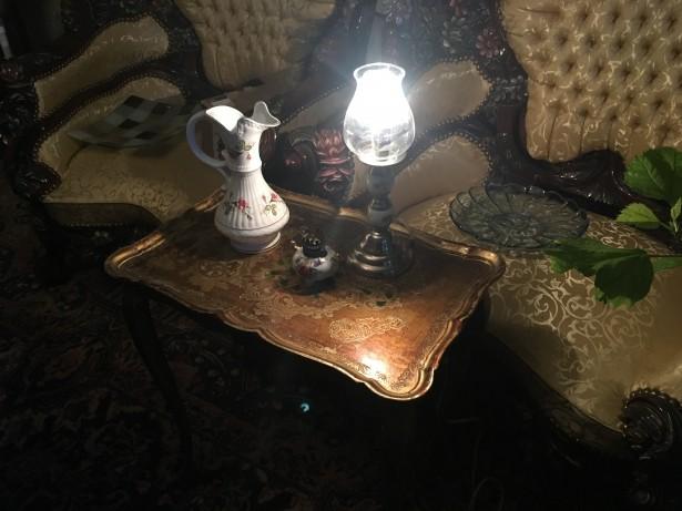Elegant set lampi si carafa din portelan pictat manual,Belgia